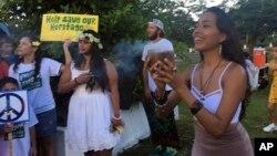 Sekitar 100 warga Guam berkumpul di taman Chief Kepuha di kota Hagatna, Guam untuk menyerukan perdamaian 14/8 (foto: ilustrasi).