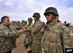 Turkiya chegara va Iroqning o'ziga 10-15 ming askar tortgan