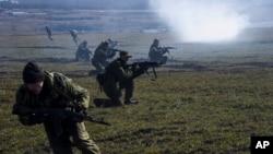 烏克蘭親俄分離武裝舉行演習(資料圖片)