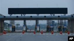 自從今年4月由於局勢緊張而關閉通往朝鮮開城工業園區的海關通道十分冷清。