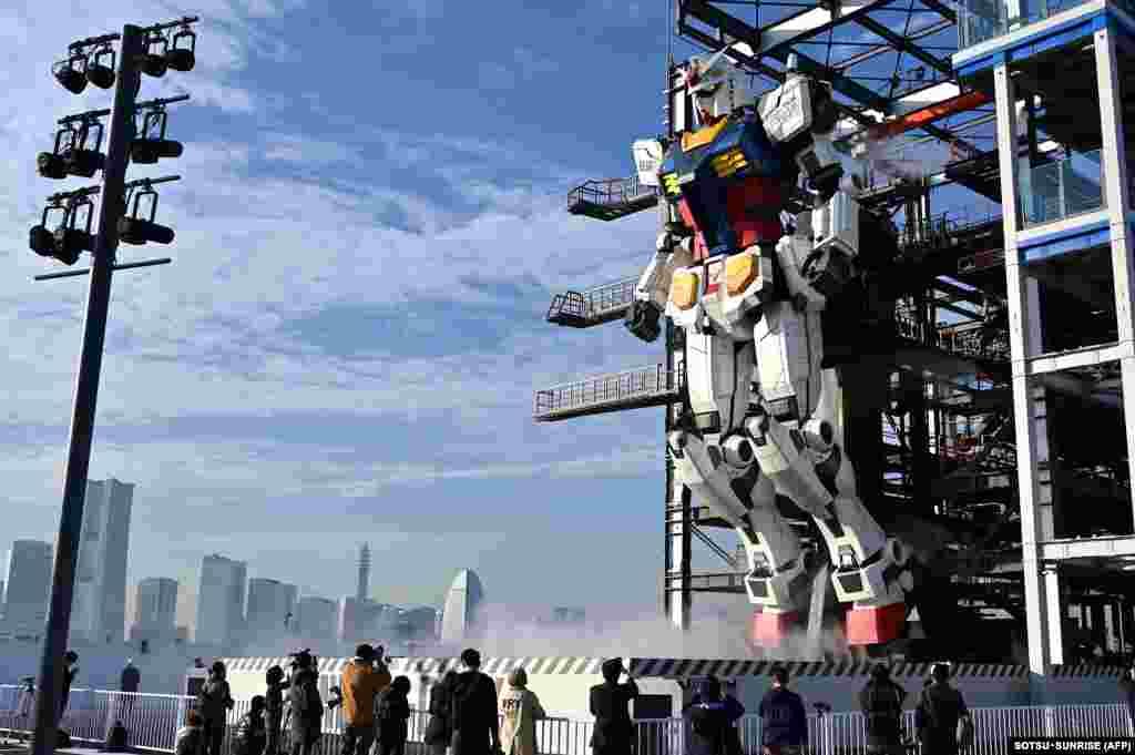 Robot Gundam dipamerkan kepada publik di pabrik Gundam di Yokohama, prefektur Kanagawa, Jepang. (Foto: AFP)