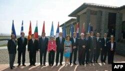 """Učesnici Devetog samita šefova država jugoistočne Evrope """"Savremena umetnost i pomirenje u jugoistocnoj Evropi"""""""