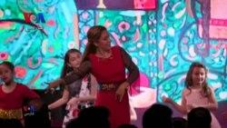 بخشی از برنامه نوروزی/ رقص ایرانی با آهنگی شاد از بیژن مرتضوی