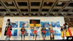 Warrmarn-Kija Aborigines perform the Gurrir Gurrir ceremony to open the 'Art and Soul' exhibition at the Art Gallery of New South Wales in Sydney, 1 Oct 2010