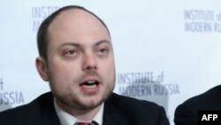 FILE - Vladimir Kara-Murza, pictured at a National Press Club news conference in Washington in January 2014, suffered rapid and sudden deterioration in his health last week, reportedly just hours before he was to leave Moscow for a trip to the United States.