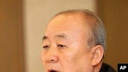 8일 서울에서 열린 북한정책포럼 조찬간담회에서 발언하는 류우익 한국 통일부 장관.
