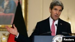 John Kerry ha dicho en una entrevista televisiva que no descarta ningun tipo de sanción contra Rusia por la invasión de Crimea.