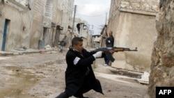 敘利亞反政府武裝繼續與政府軍作戰(資料圖片)