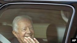Former President Jimmy Carter leaves MetroHealth Hospital in Cleveland, 30 Sep 2010