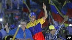 Opposition presidential candidate Henrique Capriles, center, gestures to supporters during his closing campaign rally in Barquisimeto, Venezuela, Oct. 4, 2012.
