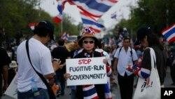 泰國反政府抗議者2月17日舉行示威活動﹐包圍了首都曼谷的政府大廈。