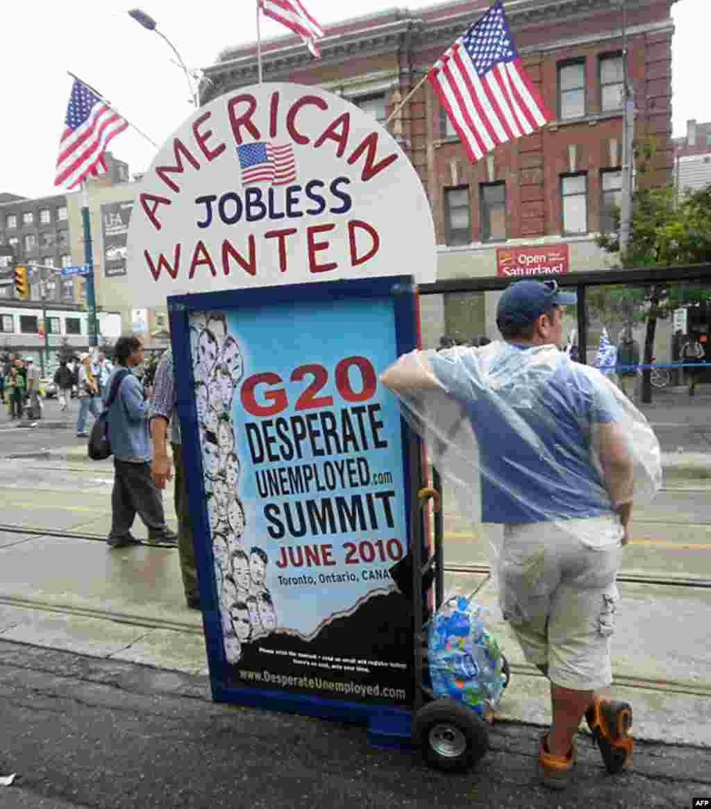 Этот житель Торонто предлагает всем безработными мира созвать свой собственный, альтернативный саммит