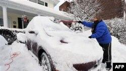 Hơn nửa mét tuyết đổ xuống thành phố New York, khiến cho tháng Giêng năm nay trở thành tháng kỷ lục thành phố này trắng xóa vì tuyết