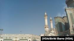 La mosquée Al Haram de la sainte ville de la Mecque, 9 août 2017. (VOA/Siriki Barro)