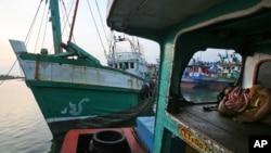 Loại thuyền thường được dùng để chở người tị nạn.