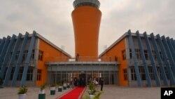 La nouvelle aérogare et la tour de contrôle de l'aéroport international de Kinshasa inaugurées jeudi 25 juin 2015 par le président du Congo Joseph Kabila à Kinshasa, République démocratique du Congo.