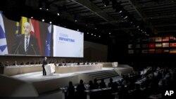 Le président de la Fifa Gianni Infantino, à gauche, parle lors du congrès de la Fifa à Manama, Bahrain, 11 mai 2017.