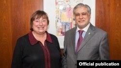 امریکی عہدیدار کیتھرین نویلی اور پاکستانی وزیر خزانہ کی ملاقات