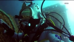 Astronauts Train in Underwater Lab