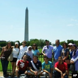 A team of LearnServeEgypt Program participants standing in front of the Washington Monument in the US capital