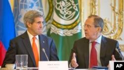 俄羅斯外交部長拉夫羅夫(左)和美國國務卿克里(右)