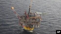 အေမရိကန္ပိုင္ Chevron ေရနံကုမၸဏီ ေရနံနဲ႔ သဘဝဓါတ္ေငြ႔ ထုတ္ယူေန။
