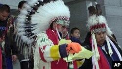 Потомки индейцев из племен арапахо и шайеннов, убитых в 1864 году правительственными войсками в Колорадо. Архивное фото.