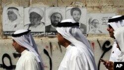 거리에 부착된 총선후보자들의 선거 유세용 포스터