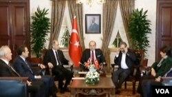 Türk hükümeti ve HDP heyeti mutabakat sağlanan 10 maddeyi açıklarken