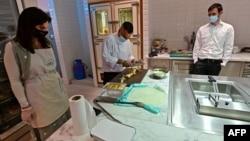 دبئی میں قائم ریستورانوں کے مالکان کو امید ہے کہ اسرائیل سے براہ راست پروازوں کے ذریعے امارات آنے والے یہودیوں کا سیلاب امڈنے والا ہے۔