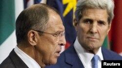 Ministan Harkokin Wajen Rasha Sergei Lavrov ( a hannun hagu) da Sakataren Harkokin Wajen Amurka John Kerry (a hannun dama)