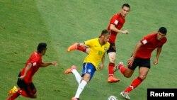 فٹ بال ورلڈکپ: برازیل اور میکسیکو آمنے سامنے