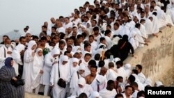 Jemaah haji di padang Arafah, Makkah (3/10). (Reuters/Muhammad Hamed)