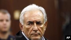 國際貨幣基金組織總裁施特勞斯-卡恩日前在紐約被控性攻擊出庭提審