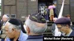 Warga Yahudi di Paris, Perancis memperingati peristiwa Holocaust (foto: dok).