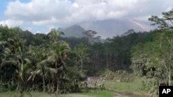印尼最活跃火山星期一喷出大量火山灰
