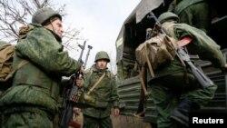Сепаратисты «ДНР» у селения Петровское
