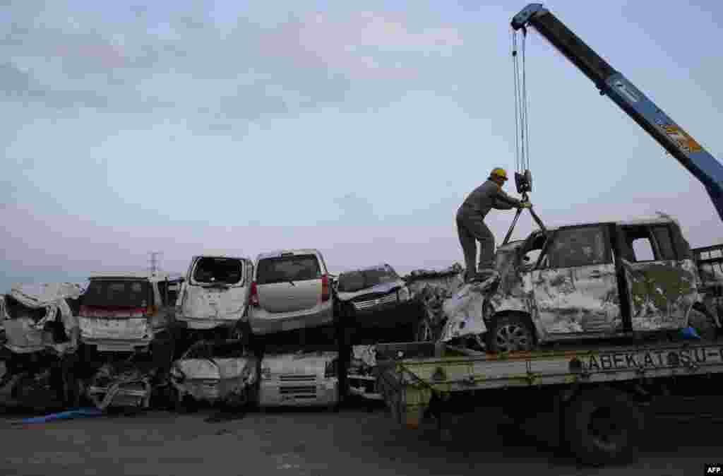 Новый машина Suzuki, разрушенная в результате цунами