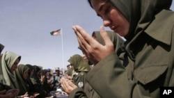سروې ښي لا هم د افغان ځواکونو په لیکو کې ښځو ته د سیالو همکارانو په سترګه نه کتل کیږي.