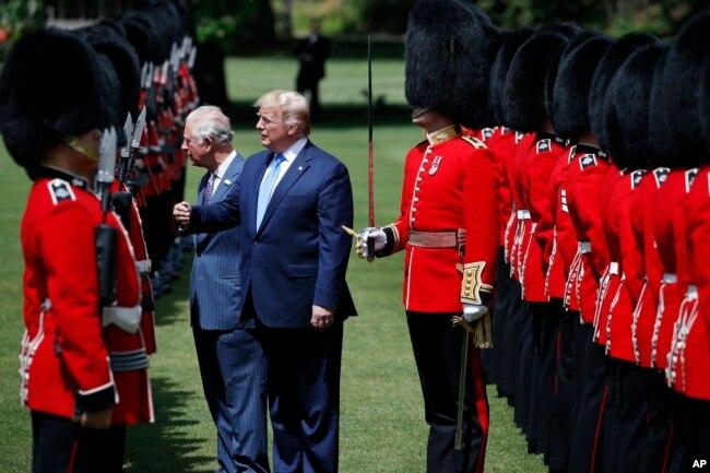 La visita de Estado de dos días del presidente Donald Trump a Gran Bretaña incluye una reunión con la familia real, una cena de Estado y conversaciones con la primera ministra saliente, Theresa May.