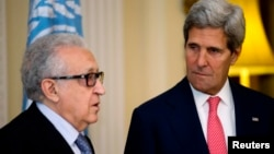 U.N-Arab League envoy for Syria Lakhdar Brahimi (L) speaks next to U.S. Secretary of State John Kerry, after their meeting at Winfield House, the residence of the U.S. Ambassador to Britain, in London, Oc. 14, 2013.
