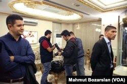 Selahattin Demirtaş'ın konuşması öncesinde aranan gazeteciler