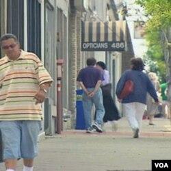 Toko-toko usaha kecil di kawasan Teaneck, New Jersey mengalami kesulitan di tengah krisis ekonomi Amerika (foto: dok).