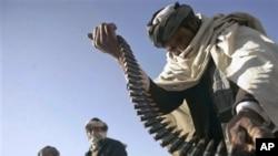 توزیع سلاح به زارعین کوکنار در کندهار