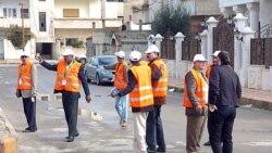 گروهی از ناظران اتحادیه عرب در حال بازرسی محله السبیل در درعا در ماه ژانویه