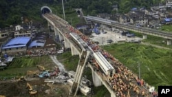 Chinese rescuers work around the wreckage of train cars in Wenzhou in east China's Zhejiang province, July 24, 2011