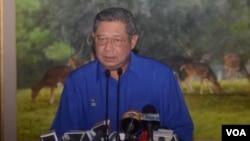 Ketua Majelis Tinggi Partai Demokrat, Susilo Bambang Yudhoyono menegaskan bahwa ia tak akan melalaikan tugasnya sebagai Presiden (foto: dok. VOA/Andylala).