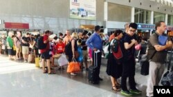 Bắt đầu từ năm 2015 đến năm 2019, Việt Nam sẽ miễn thị thực cho du khách đến từ Đan Mạch, Phần Lan, Nhật Bản, Na Uy, Nga, Hàn Quốc, và Thụy Điển. (Ảnh: VOA/Reasey Poch)