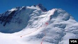 Azərbaycan alpinistləri İsmayıl Samoni (keçmiş Kommunizm) zirvəsində (7495 metr)