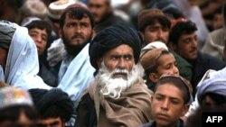 阿富汗的马尔贾居民观看升旗仪式